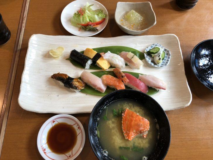 【大人気】すし『魚菜たすけ』で旨安のすしランチを食べてみた!