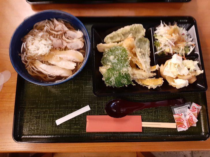 【完璧なコロナ対策】山形県東根市の石臼十割そば『森久』は「野菜てんぷら・サラダ・漬物」盛り放題のセルフスタイルになっていた!